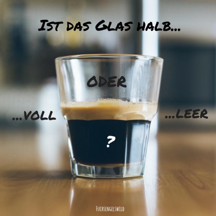 Ist das Glas halb...